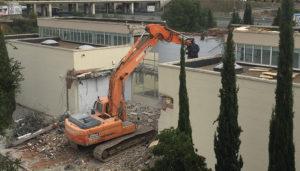Demolición por medios mecánicos con pinza demoledora